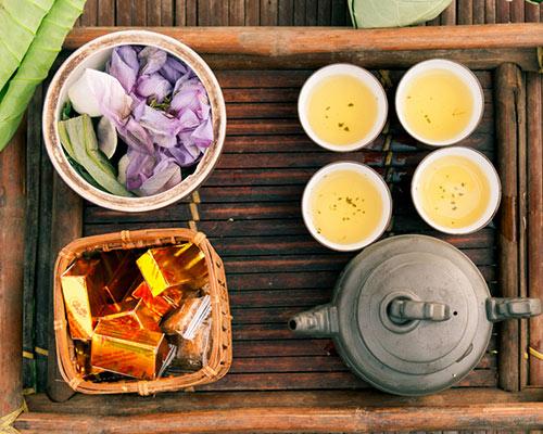 Thưởng thức bánh đậu xanh với trà là ngon nhất